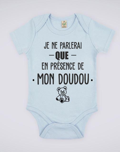 """Image de body bleu pour bébé """"Je ne parlerai que en présence de mon doudou"""" - MCL Sérigraphie"""