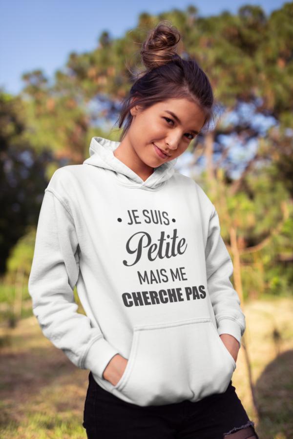 """Image de sweat à capuche blanc pour femme """"Je suis petite mais me cherche pas"""" - MCL Sérigraphie"""
