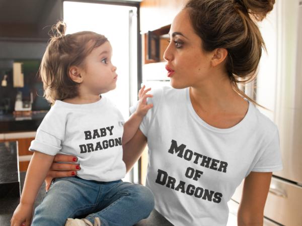 """Image de duo t-shirts blancs femme et enfant """"Baby Dragon/Mother of Dragons"""" - MCL Sérigraphie"""