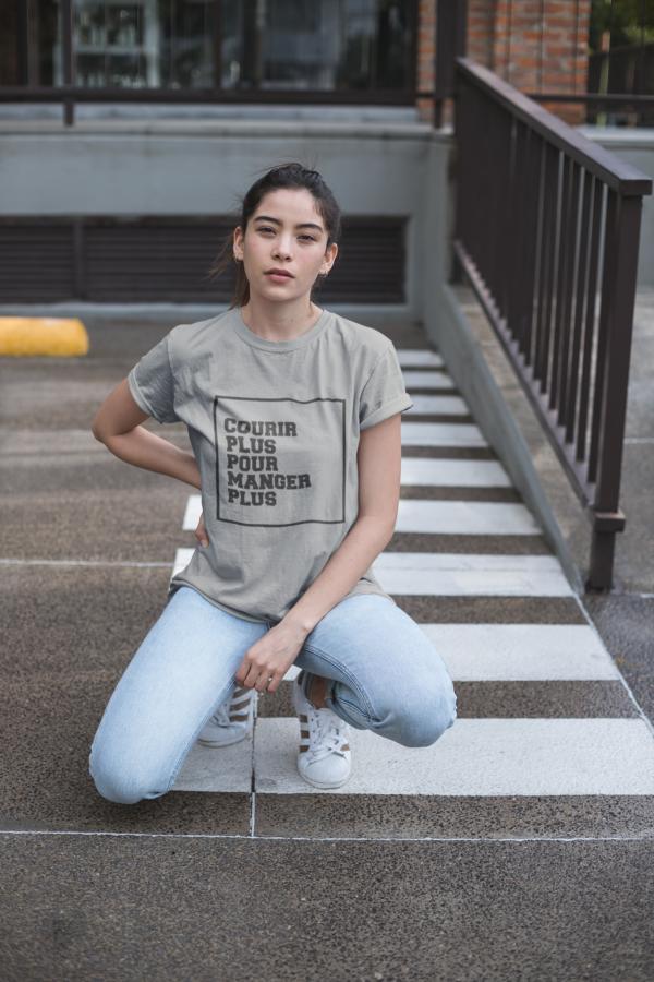"""Image de t-shirt gris pour femme """"Courir plus pour manger plus"""" - MCL Sérigraphie"""