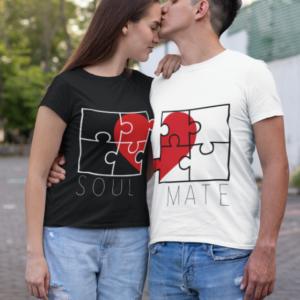 """Image de duo de t-shirts noir femme et blanc homme """"Soul/Mate"""" - MCL Sérigraphie"""