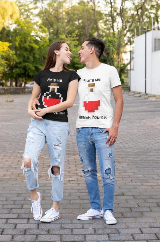 """Image de duo de t-shirts blanc homme et noir femme """"He's my health potion/She's my health potion"""" - MCL Sérigraphie"""
