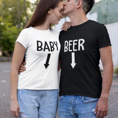 """Image de duo t-shirts couple """"Baby/Beer"""". T-shirt blanc femme et t-shirt noir homme l MCL Sérigraphie"""