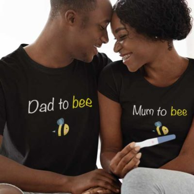 """Image de t-shirts duo noir """"Mum to bee/Dad to bee""""-MCL Sérigraphie"""