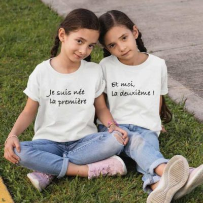 """Image de t-shirts duo blanc """"Je suis née la première et moi la deuxième ! """"-MCL Sérigraphie"""