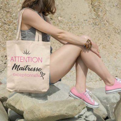 """Image de t-shirt """"ATTENTION Maîtresse exceptionnelle""""- MCL Sérigraphie"""